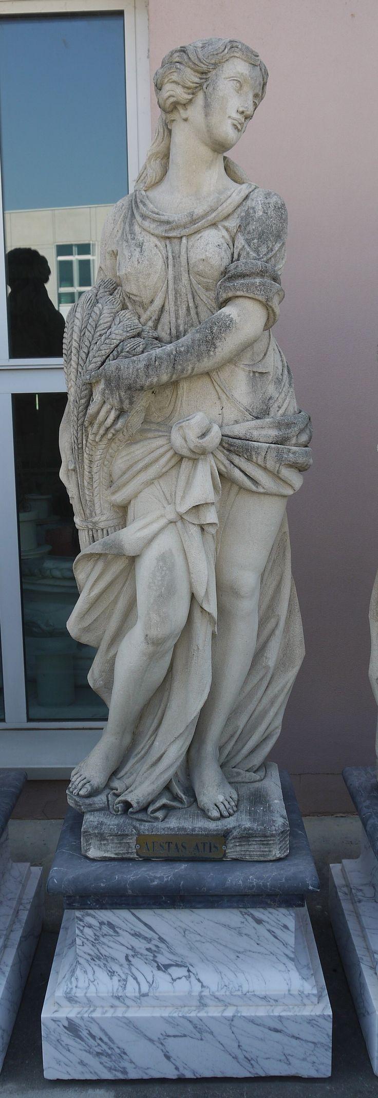 Scultura in pietra l'Estate delle 4 stagioni - http://test.achillegrassi.com/project/scultura-in-pietra-lestate-delle-4-stagioni/ - Splendido esempio di scultura,in Pietra bianca di Vicenza, raffigurante l'Estate delle 4 stagioni . Da notare la cura dei dettagli delle decorazioni realizzati dai nostri abili scalpellini.  Dimensioni: Scultura in Pietra bianca  60cm x 45cm x 180cm (H)  Basamento in marmo Carrara e Nero Marquina  65cm x 65cm x 50cm (H)