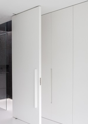 Pivoting doors can be such a nice detail inside an interior, the Villa ML by Arjaan de Feyter & Bart Coenen.