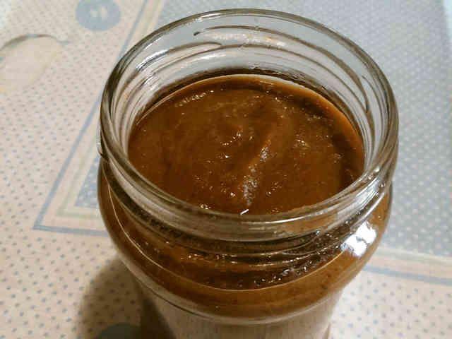 ベジタリアンのオイスターソース          牡蠣の代わりにキノコを使ったオイスター風味のソース。手作りで優しい味。野菜・肉炒め、スープなどにたっぷり使えます。     材料 (約150g) 干し椎茸 10g お好みのキノコ 1/4カップ 椎茸の戻し汁+水 1/2カップ 醤油 40ml 砂糖 大さじ1