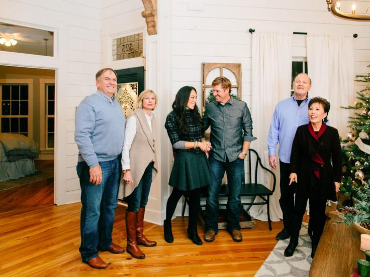 Fixer upper renovation and holiday decor at magnolia - Chip et joanna gaines ...