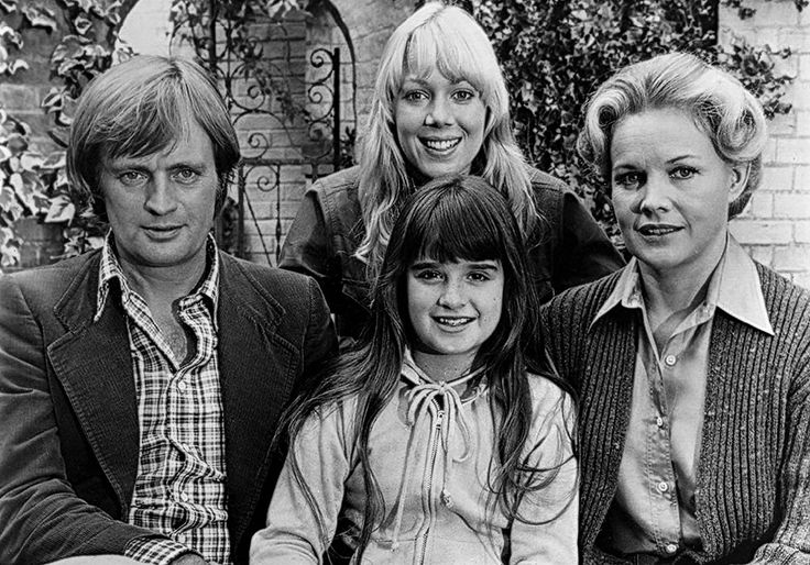 Lynn-Holly Johnson, Carroll Baker, David McCallum, and Kyle Richards in The Watcher in the Woods (1980)