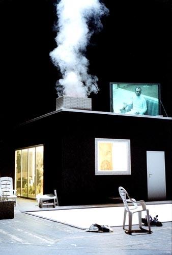 Frank Castorf, dir., Erniedrigte und Beleidigte, Volksbühne Berlin, 2002. Stage: Bert Neumann