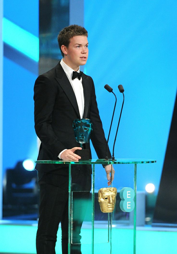 Will Poulter collects the EE Rising Star Award #EEBAFTAs