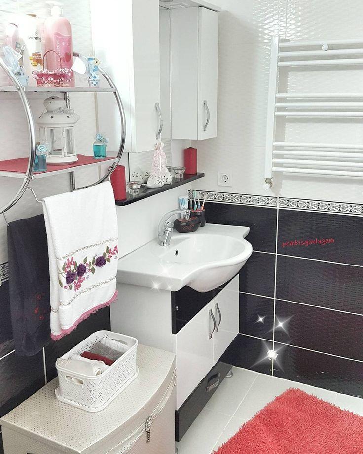 Bende temizlik zamanı  Evin heryerini pembe sandınız dimi  valla değil  Siyah beyaza en uyumlu renk kırmızı  Bende size cici banyomla bi selam verip temizliğe devam edeyim o zaman bana kolay gele  #dekorasyon #evinizinkosesi #evdekorasyonu #renkliyuvalar #ruyaevler #sizindekorunuz #mutlulukherzaman #decorofficial #dekorasyonfikirleri #dekorasyonönerisi #evimsunumum #homedesign #homesweethome #homedecor #seninevin #dekor #evinizinkosesi #homedecor #seninevin #like4like #likes #l4l #instalike…