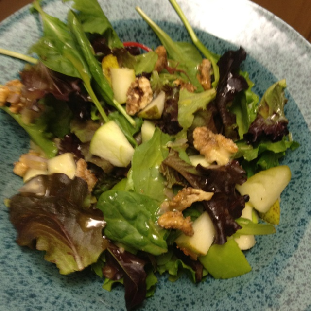 Yummy Summer Salad! Pear, Green Apple, Candied Walnuts and Lemon ...