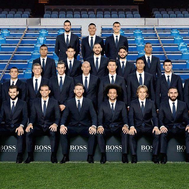 📷👔😀 Check out the squad photo in our official @hugoboss suits! ¡La plantilla posó con el traje oficial de @hugoboss! #HalaMadrid