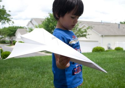 Art make oversize paper airplanes. 100-days-of-summer-12
