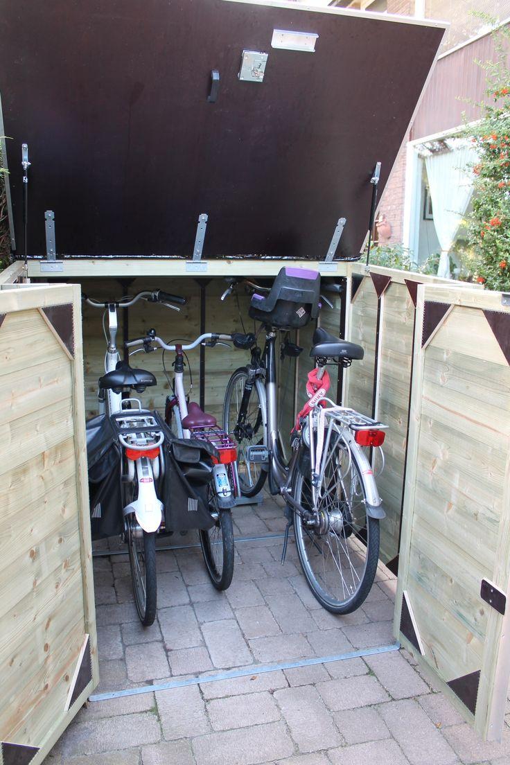 Voor een familie in Leidschendam heeft ProVelo een fraaie fietsenberging geleverd, zodat het hele gezin nu veilig en fraai de fietsen kunnen stallen