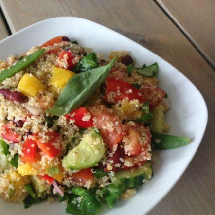 Recept quinoa salade met mango van I Love Health. Elke keer weer genieten. Vooral de combi met de zoete mango vind ik heerlijk.