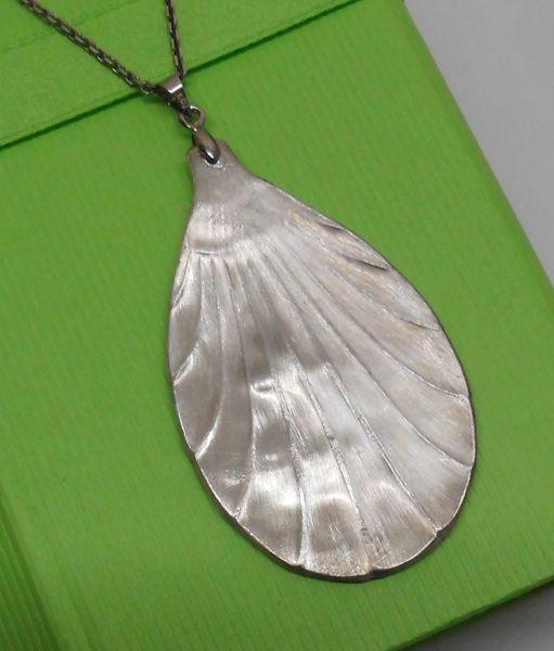 Blattanhänger aus 100er Silberbesteck AH166 von Atelier Regina auf DaWanda.com