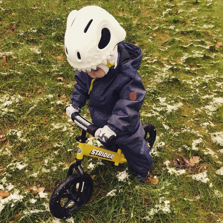 Did you know that our White Skull helmet glows in the dark? Go ahead and try it out! www.crazy-safety.com   #crazysafety #crazy #safety #bike #biking #bicycle #children#helmet #kids #forkids #protection #riding #outdoor #casca #denmark #adventure #lifestyle #cycle#fashion #3d #disney #design #parenting #family #parenting101#webshop #buy #online #hygge #toddlers #safetyontheroad #dyi