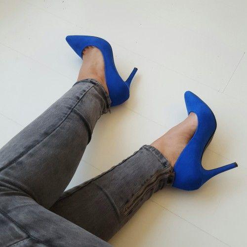 Fashionstatementsbyq.com_royal blue #shoes #highheels #fashion #fashionblogger #blogger #heels #blog #royalblue #blue #ootd #jeans #denim #fashionblog