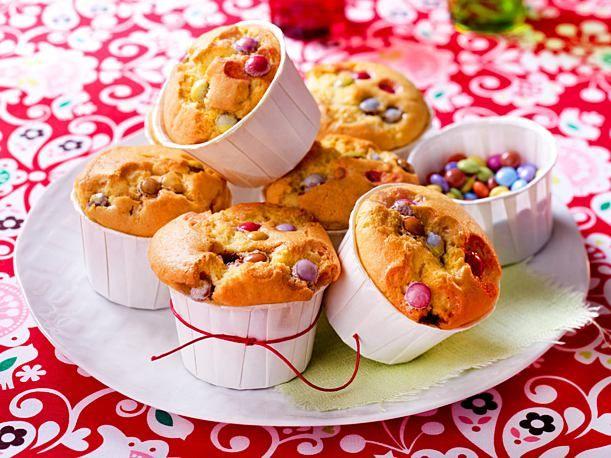 Muffins mit bunten Schokoladenbohnen   – Kuchen