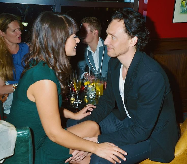 "Tom Hiddleston and Susannah Fielding - what a beautiful moment"" How is he looking at her...I wanna be her LoL"