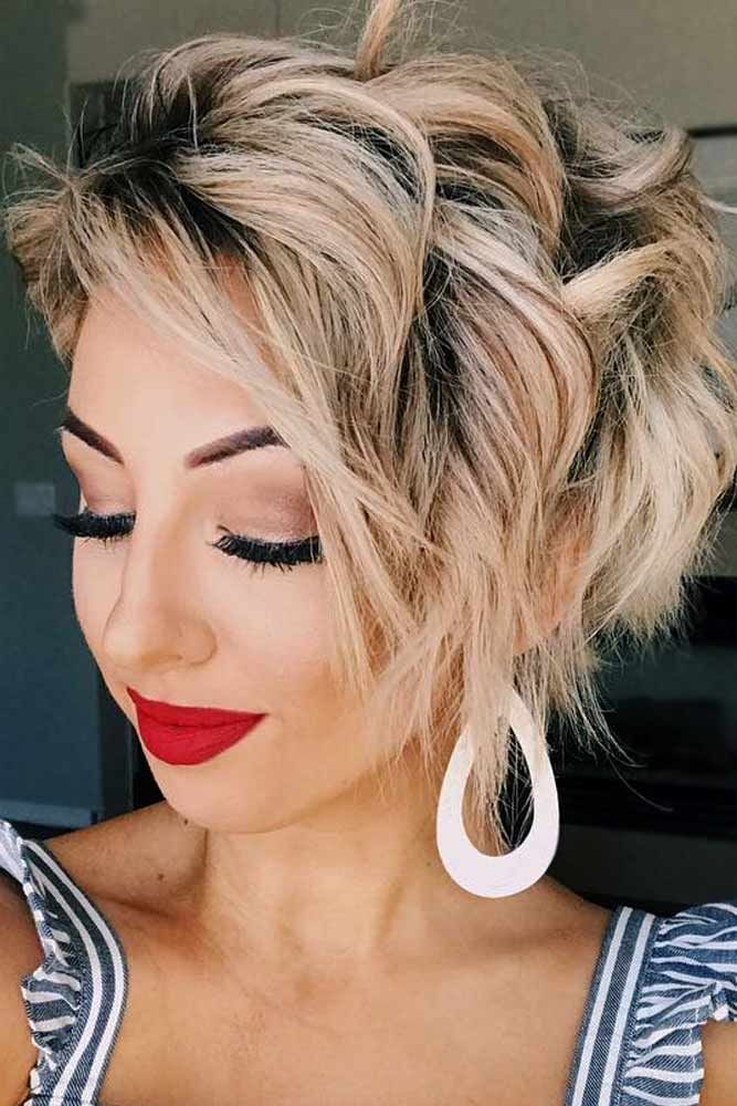 Short wavy hairstyles remind us of the beauty canons that were adopted at the beginning of the twentieth century, but they remain trendy today, as well.