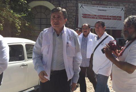 El presidente de la CNDH acudió a la Normal de Ayotzinapa, pide informe a Sedena por caso Iguala
