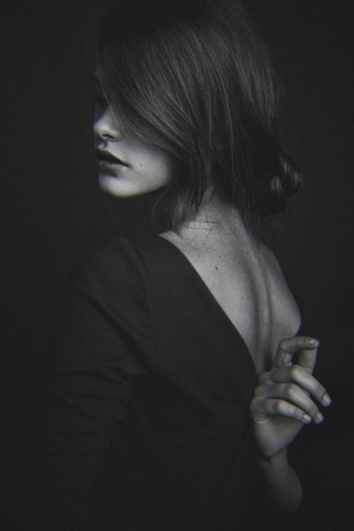 black-white-madness:    Madness:    Portrait series for Eva Minaeva (Noah Models)   Hair/style: Marina Shelukhova   Photography/style: Alexander Kuzmin