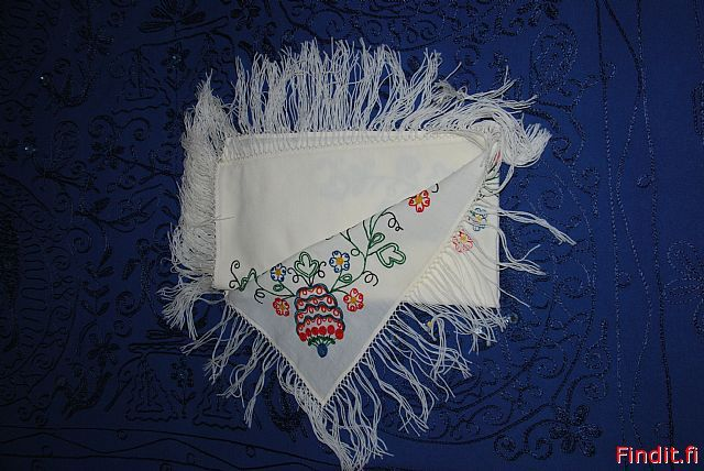 Embroidered scarves like this one are seen pretty often in Finn-Swedish folk dresses.