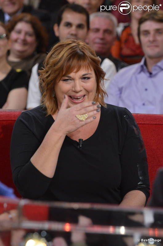 Michèle Bernier est une comédienne et humoriste française née à Paris dans le 14e arrondissement le 2 août 1956.    Elle est la fille de Georget Bernier, plus connu sous le nom de Professeur Choron.