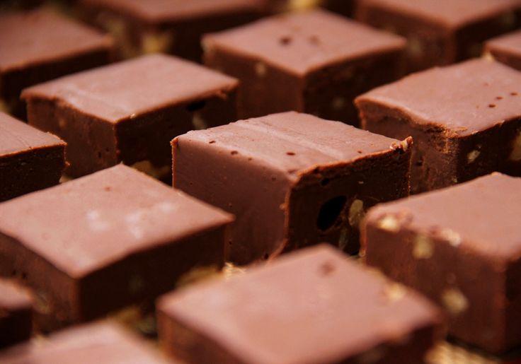 Passo a passo de fudge de chocolate e nozes
