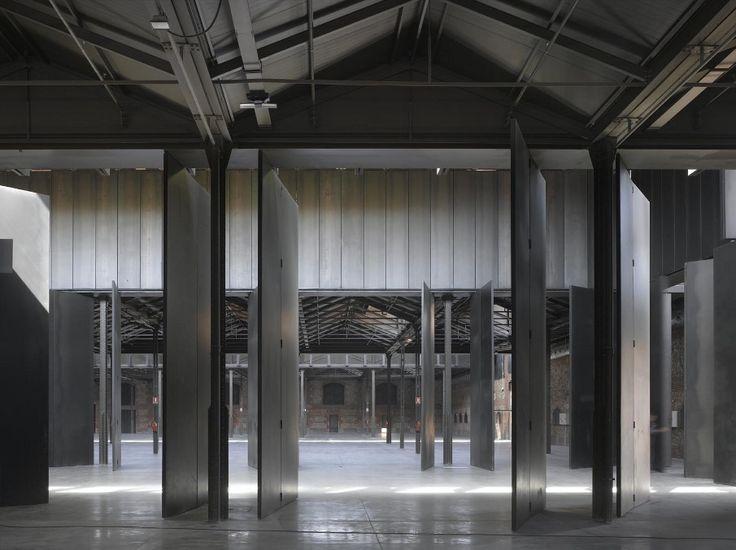"""Nave 16 del Matadero de Madrid. Sesión """"Una nueva arquitectura para nuevos tiempos"""" con Iñaqui Carnicero. http://www.construmat.com/programme"""