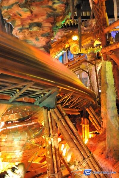 9/11   Photo du Roller Coaster Alpen Express situé à @Europa-Park (Rust) (Allemagne). Plus d'information sur notre site www.e-coasters.com !! Tous les meilleurs Parcs d'Attractions sur un seul site web !! Découvrez également notre vidéo embarquée à cette adresse : http://youtu.be/l83TX4Yx5yI