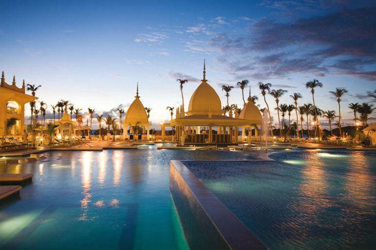 Hotel Riu Palace Aruba - Outdoor pool My favorite resort in Aruba so far.  Absolutely beautiful.