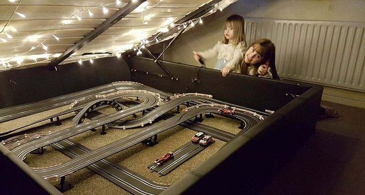 trek balap mini F1 di bawah tempat tidur Jamie Barrier (Mercurry Press)