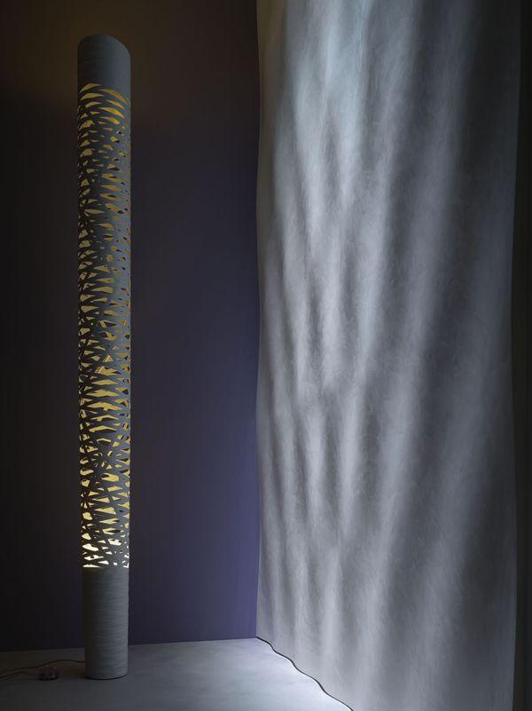 ACQUA - Ispirato al movimento dell'acqua, questa parete trasforma ogni ambiente in un'esperienza sensoriale esclusiva. Dimensioni pannello: 800 x 800 x 30 mm Materiali: TRG