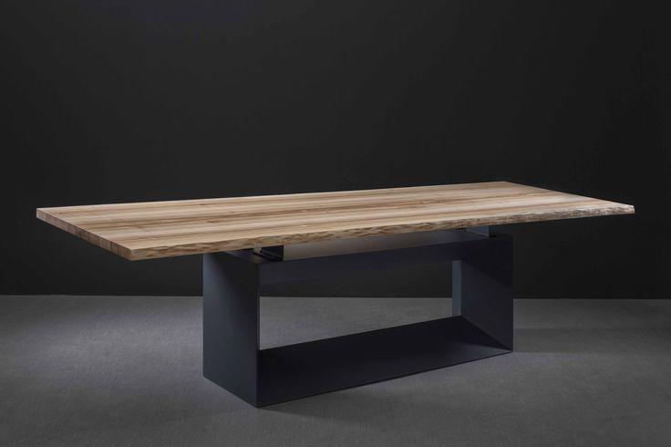 Обеденный стол. Сталь, дуб в фирменной ручной отделке, прозрачная смола. 2.30х1.0м. Дизайн: Алексей Тискин.