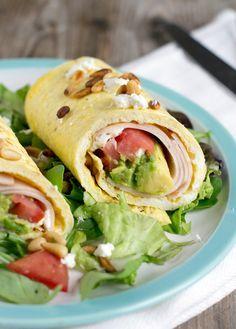 Healthy lunch! Omeletwrap met avocado, kipfilet, tomaatjes en geitenkaas.