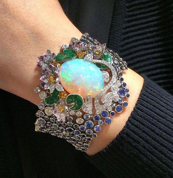 mm_diamondsjewellersThat's so gorgeous @vancleefarpels via @vincenttallot !!