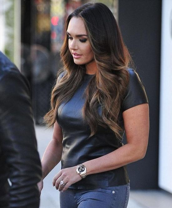 Tamara ecclestone wearing a rolex daytona yellow gold watch celebrity watches pinterest for Celebrity wearing rolex watches