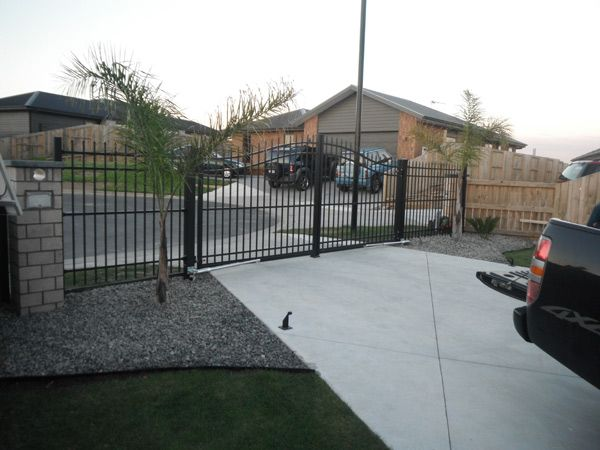 This type of Residential fencing provides a long lasting fence for years at low cost. The design is the fencing is slim and looks beautiful to watch.