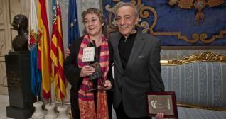 Laila Ripoll y José Luis Gómez, ayer tras el acto celebrado en el Ayuntamiento de Alicante.