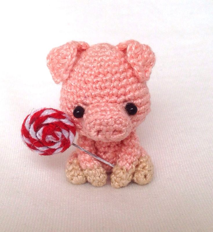 Ravelry: Willie the Pig pattern by Lan Lien