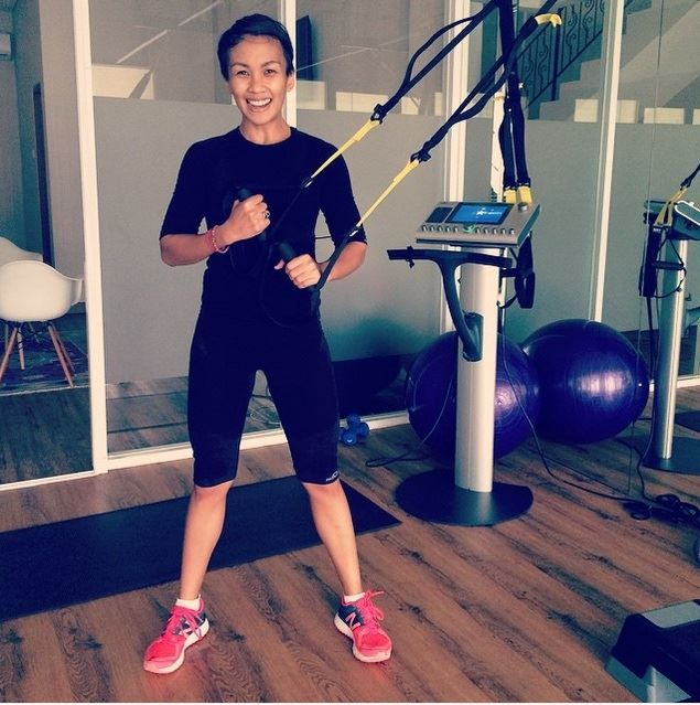 Untuk seorang Melanie Putria, bergerak adalah kunci agar selama berpuasa kita bisa tetap aktif. Maka dari itu, jangan hilangkan rutinitas olahraga yang sudah biasa dilakukan. Namun, sesuaikan dengan kondisi tubuh ketika berpuasa. Kalau biasanya olahraga 5x seminggu, buatlah jadi 3x seminggu selama bulan Ramadhan. Namun jika fisik kuat, tetap olahraga 5x seminggu seperti biasanya. New Balance Indo #GetActive #MAPActiveFriends New Balance Indonesia (Photo IG: @melanieputria)