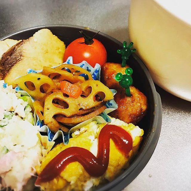 ㅤ ㅤ ㅤ 今日もグループ☎︎しながら覇者✋🏾💥 ㅤ 今週も旦那のお弁当スタート😔💬 めんどくさいー・・・ ㅤ ・ めかじきの照り焼き ・ れんこんのきんぴら ・ ポテトサラダ ・ オムレツ ・ つくね(冷食) ・ ミニトマト ㅤ ㅤ  #お弁当 #旦那弁当 #love #mamanoko #foodstagram #cute #愛犬 #ハーフ #手作り#料理 #obentou #ママライフ #クッキングラム  #オベンタグラム #モンスト #お弁当作りたのしもう部 #生後8ヶ月 #cat #catstagram #babystagram #babyboy #dogstagram #dog #息子 #ママリ #離乳食 #親バカ部 #ベビフル #コドモノ #ベビリトル