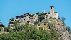 Brugnello villaggio del piacentino con 11 abitanti costruito su uno sperone mozzafiato