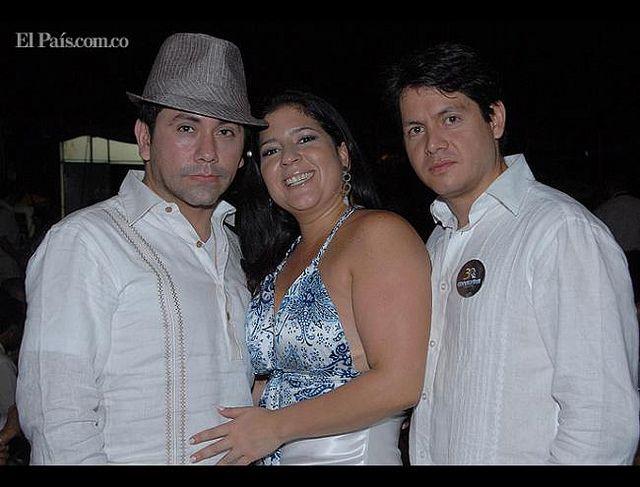 Jeison Murillo, Vanessa Caicedo y León Darío Muñoz. Fiesta blanca Conalvias 30 años. | Flickr.