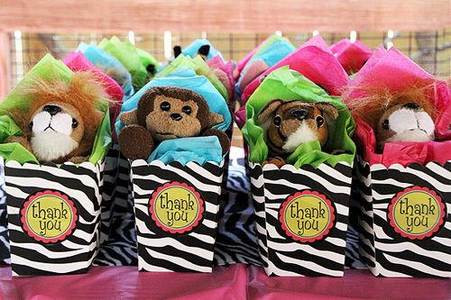 So cute for a zoo theme party...can easily be adapted to boys colors