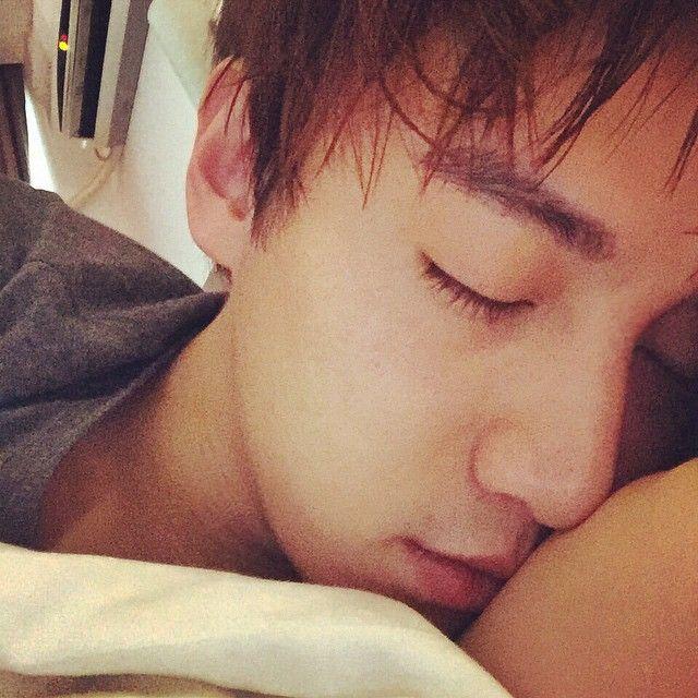 340 отметок «Нравится», 9 комментариев — 徐可from (@xukxuk) в Instagram: «早哦»