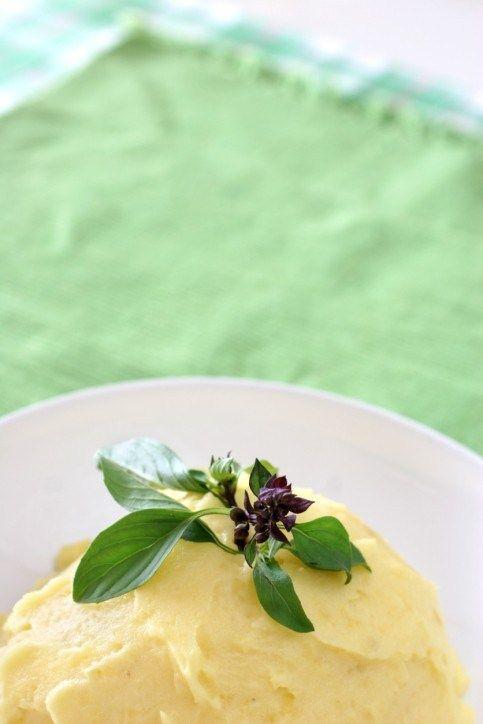 Мягкое картофельное пюре с чесноком и козьим сыром