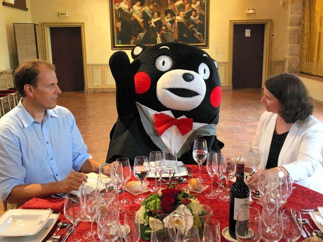 「もっともっとフランスのことを知りたいモン!」 フランス観光親善大使として今月、マルセイユやモンサンミッシェルなどを訪れた熊本県営業部長のくまモン。パリと周辺のイルドフランス地方では、現地の人々の暮…