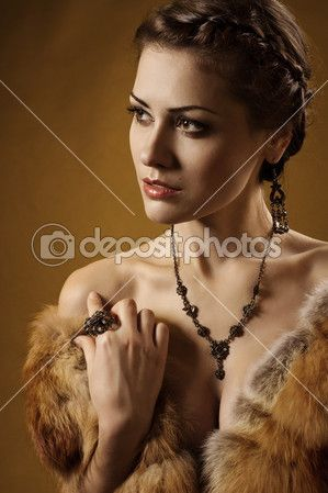 Woman in luxury fur coat. Vintage style. Brown background. — Stock Image #19468909