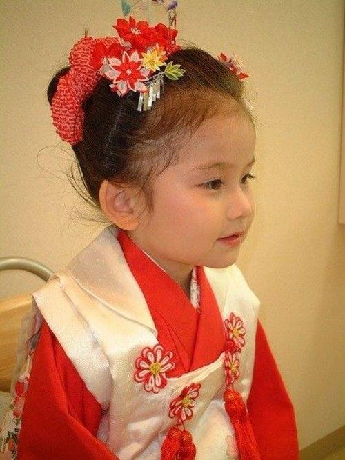 最新のヘアスタイル 七五三女の子髪型三歳 : おでこがかわいい♪前髪アップ ...
