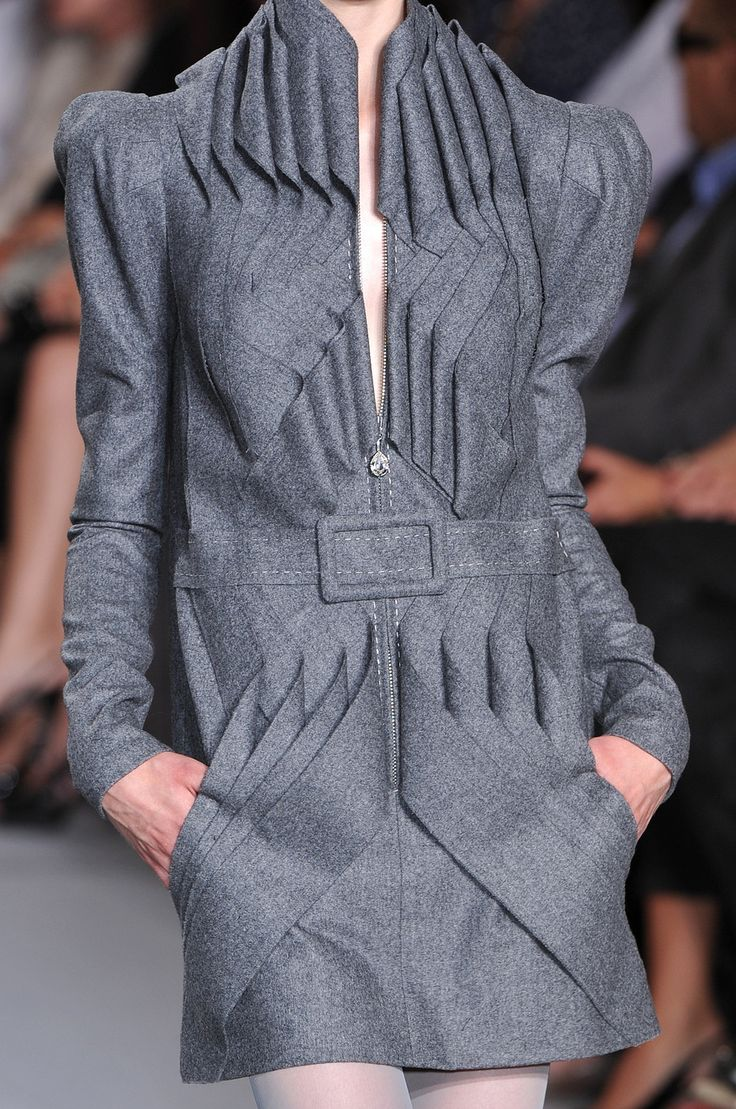 Architectural Fashion- STEPHANE ROLLAND Autumn 2009 Couture shows rigid lines in detailed pleating.