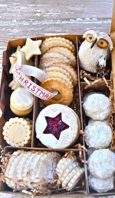 http://www.donnasawyerwow.com/wp-content/uploads/2012/09/Christmas-cookies-gift-box1.jpg