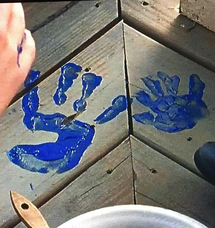 Can I have that peice of wood with Chandler Riggs hand print♥️♥️♥️♥️