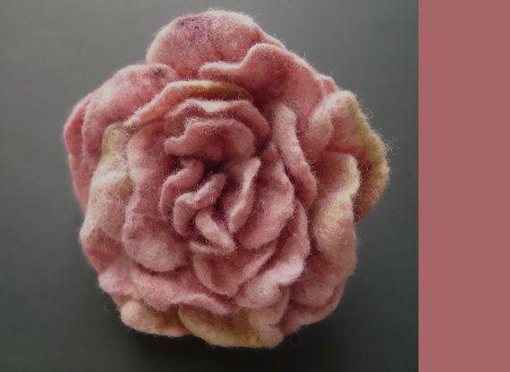 Dusky Pink Felted Rose Felt Flower Rose Brooch Pink by avaFelt, €19.00